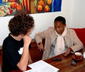 Prof. Buthaina Elnaiem im Gespräch mit eufrika-Redakteur Marius Münstermann