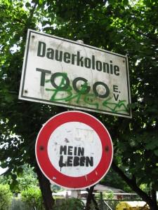 """Schild der Dauerkolonie Togo im """"Afrikanischen Viertel"""" in Berlin"""