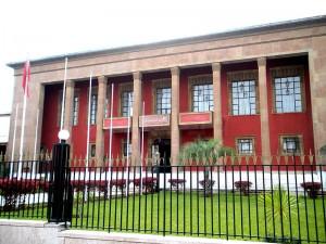 Das Parlamentsgebäude in der Hauptstadt Rabat: Wie sich die Abgeordneten in ihrer Funktion als Volksvertreter gegen die Zwänge der Monarchie durchzusetzen wissen, gilt abzuwarten.