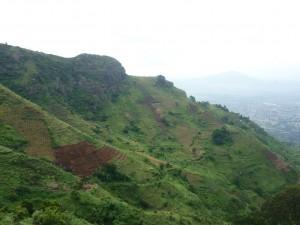 Wie hier in den Uluguru-Bergen bei Morogoro findet Landwirtschaft in Tansania unter oftmals unwegsamen Bedingungen statt - Copyright: eufrika.org