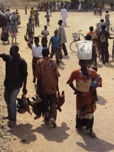 Der Verkauf der eigenen Erzeugnisse wird auf dem Land meist ohne Zwischenhändler abgewickelt - Copyright: eufrika.org