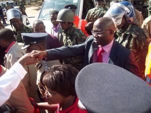 Bereits im letzten Jahr dokumentierte Kasambara die ständige Präsenz staatlicher Sicherheitskräfte bei seinen öffentlichen Auftritten
