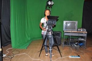 Young Timveni reporter at work, Copyright: Timveni Media (Facebook page)