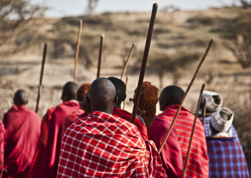 Wie diese Maasai-Hirten müssen bald womöglich bis zu 48.000 Menschen dem geplanten Jagdreservat im Norden Tansanias weichen. © Anita Ritenour