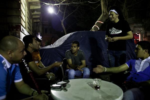 Karim Adel (Mitte) ist Anführer der 8.000 bis 10.000 Ahlawy © Ben Kilb