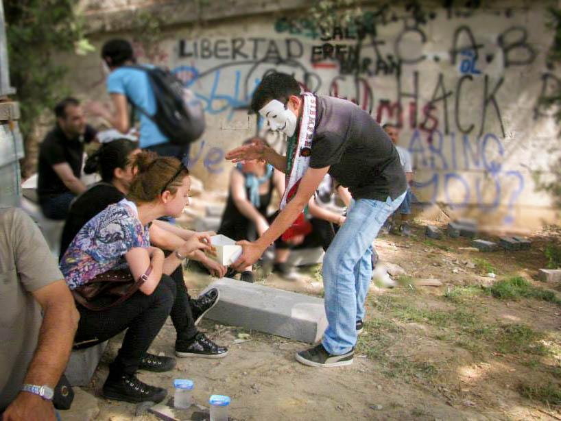 """Protest in Istanbul, Tag 9: Es gibt """"Simit"""" und Occupy-Masken für Alle"""