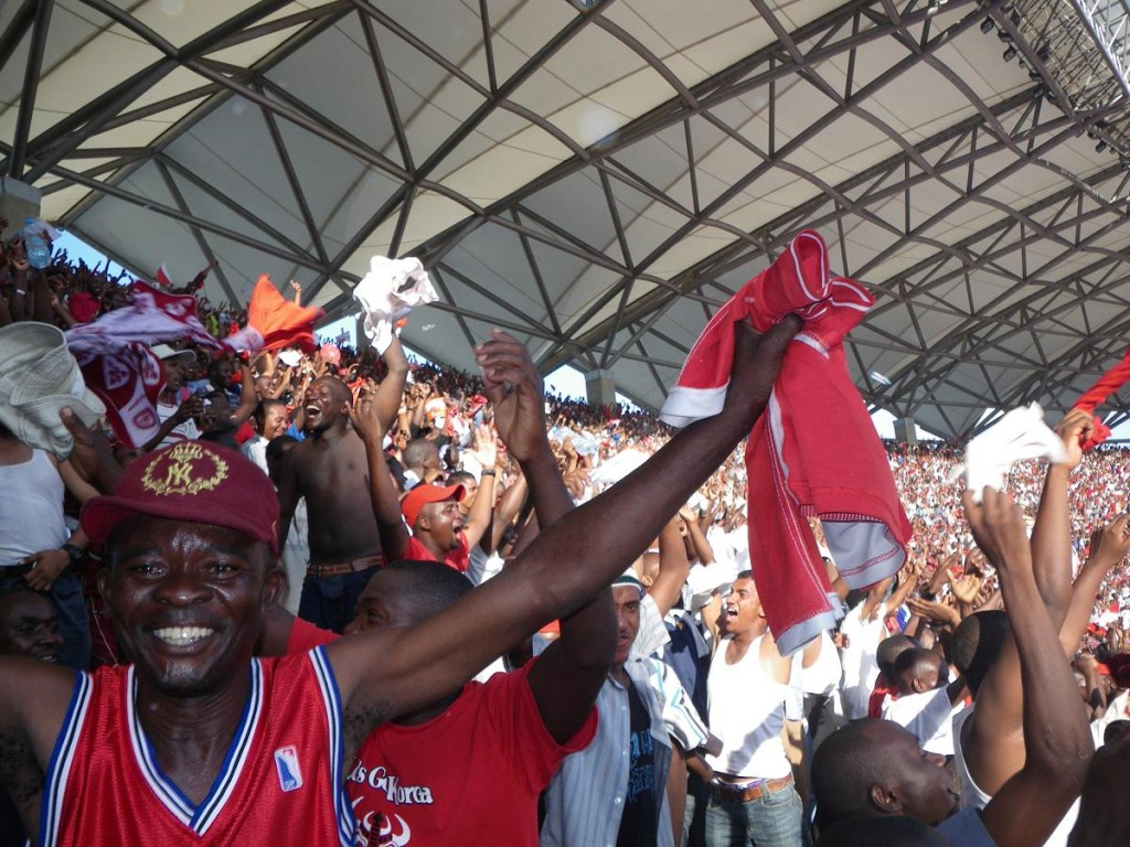 Simba fans celebrating their team's lead. © eufrka.org