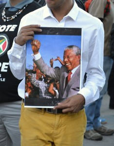 Man people brought pictures and flags of Mandela