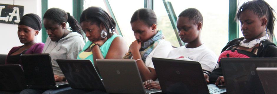 Participants at AkiraChix' high school bootcamp in Nairobi © AkiraChix