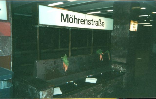 """Zu Ostern mal was frisches: """"Autonome Häßchen"""" bekannten sich zu diesem Namensvorschlag von Ostersamstag 2003; Quelle: Indymedia"""