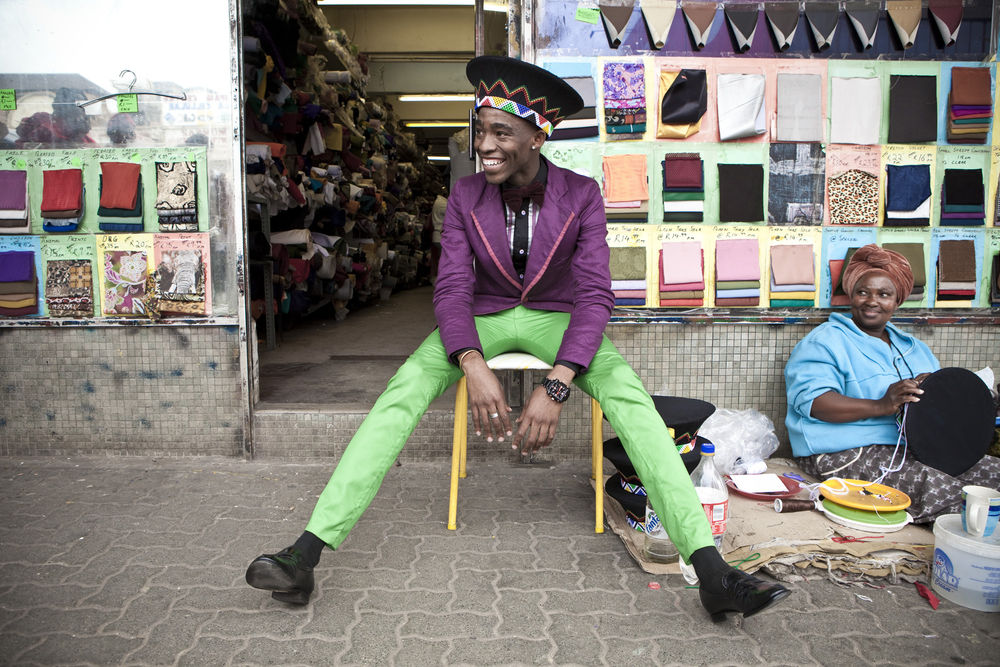 Chris Saunders, Lethabo Tsatsinyane photographed for Dazed Magazine from the »Smarteez« series, 2010 © photo:  Chris Saunders, courtesy PAPA Photographic Archival and Preservation Association, Cape Town
